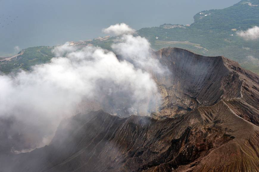 Volcanic fumes rise from a crater near Minamidake peak on Mount Sakurajima at 4:57 p.m. on Saturday. | KYODO